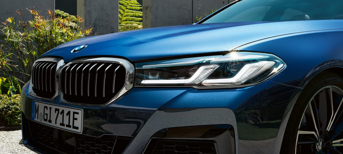 BMW Laserlicht BMW 5er Limousine G30 Facelift 2020 Phytonicblau Nahaufnahme Front