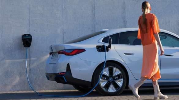 BMW i4 mit BMW Charging