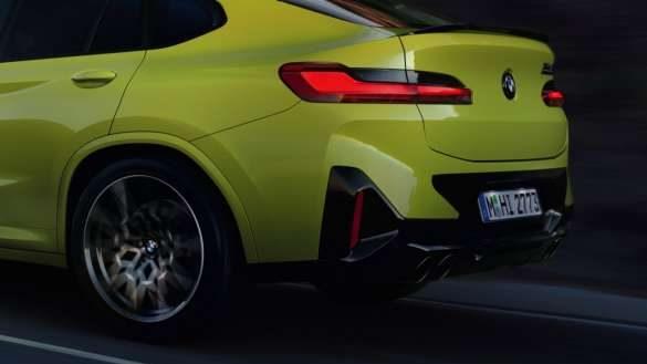 BMW X4 M Competition F98 LCI Facelift 2021 M xDrive Dreiviertel-Heckansicht